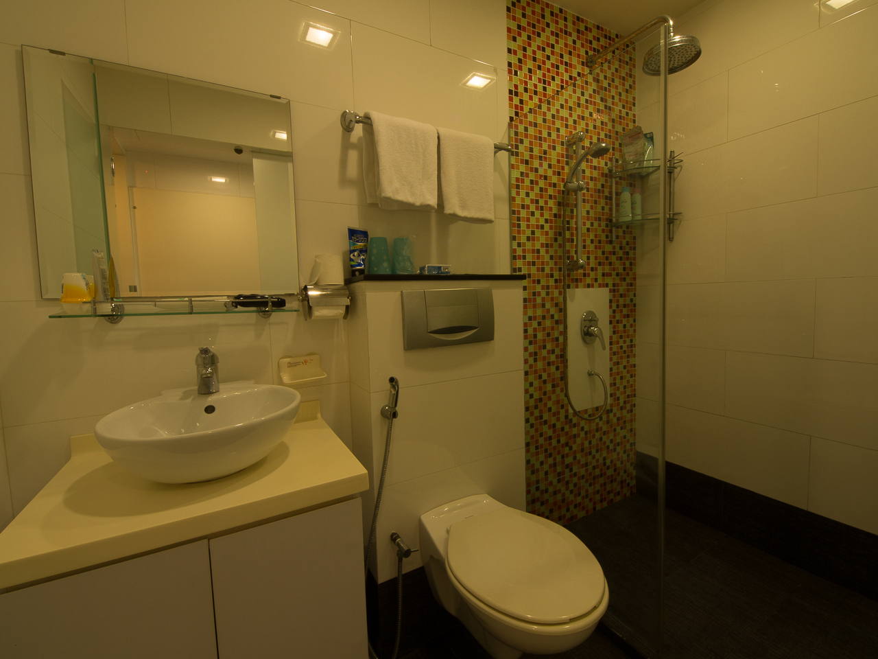B101-Bathroom-01